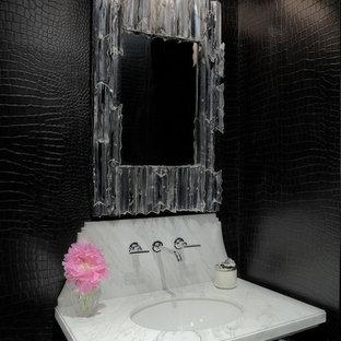 Esempio di un bagno di servizio tradizionale con lavabo sottopiano e pareti nere