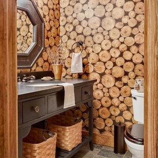 バーリントンのラスティックスタイルのおしゃれなトイレ・洗面所 (濃色木目調キャビネット、分離型トイレ、茶色い壁、アンダーカウンター洗面器) の写真
