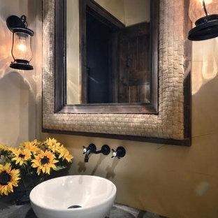 Foto di un bagno di servizio country di medie dimensioni con pareti beige, lavabo a bacinella e top in cemento
