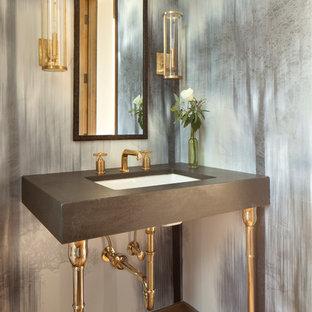 サクラメントの中サイズのラスティックスタイルのおしゃれなトイレ・洗面所 (アンダーカウンター洗面器、コンクリートの洗面台、グレーの洗面カウンター、マルチカラーの壁、淡色無垢フローリング) の写真