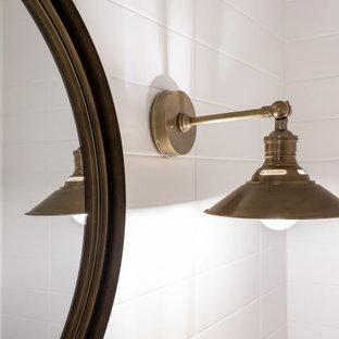 Пример оригинального дизайна: большой туалет в стиле современная классика с унитазом-моноблоком, серой плиткой, плиткой из травертина, серыми стенами, полом из керамогранита, подвесной раковиной, мраморной столешницей, белым полом и серой столешницей
