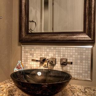 ボイシのラスティックスタイルのおしゃれなトイレ・洗面所 (グレーのタイル、モザイクタイル、ベッセル式洗面器、御影石の洗面台、マルチカラーの洗面カウンター) の写真