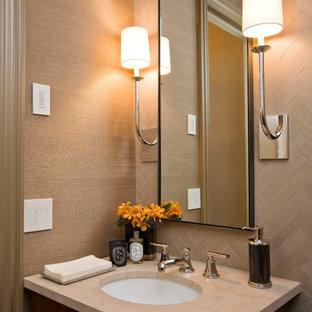 Ispirazione per un piccolo bagno di servizio classico con lavabo sottopiano, top in pietra calcarea, WC a due pezzi, piastrelle in pietra, pareti marroni, piastrelle beige e ante in legno bruno