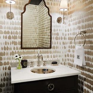 На фото: туалет среднего размера в стиле современная классика с фасадами островного типа, черными фасадами, разноцветными стенами, врезной раковиной, унитазом-моноблоком, столешницей из искусственного кварца и серой столешницей