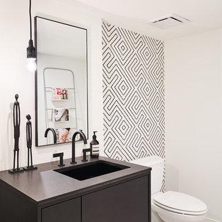 Ejemplo de aseo contemporáneo con armarios con paneles lisos, puertas de armario negras, baldosas y/o azulejos blancas y negros, paredes blancas, lavabo bajoencimera, suelo blanco y encimeras negras