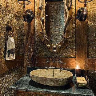 他の地域の大きいラスティックスタイルのおしゃれなトイレ・洗面所の写真