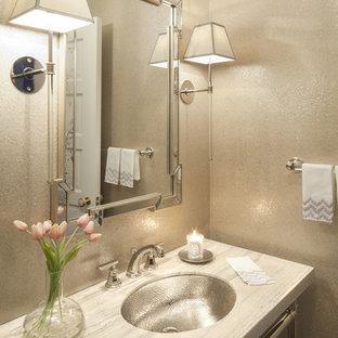 ダラスの小さいトランジショナルスタイルのおしゃれなトイレ・洗面所 (アンダーカウンター洗面器、グレーの壁、ライムストーンの洗面台、ベージュのカウンター) の写真