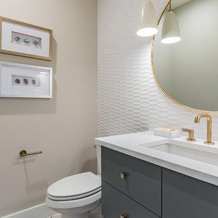 Свежая идея для дизайна: маленький туалет в стиле модернизм с плоскими фасадами, синими фасадами, раздельным унитазом, белой плиткой, бежевыми стенами, врезной раковиной, столешницей из кварцита и белой столешницей - отличное фото интерьера