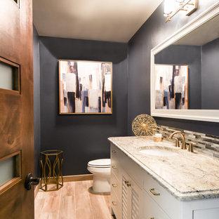 На фото: большой туалет в стиле современная классика с фасадами с филенкой типа жалюзи, белыми фасадами, синими стенами, светлым паркетным полом, врезной раковиной, столешницей из гранита, бежевым полом и серой столешницей с