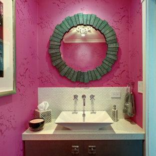 На фото: туалет в современном стиле с настольной раковиной с
