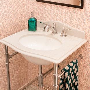 На фото: со средним бюджетом туалеты в современном стиле с раздельным унитазом, оранжевыми стенами, полом из ламината, врезной раковиной, столешницей из искусственного кварца, серым полом и белой столешницей