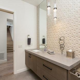 Große Moderne Gästetoilette mit Betonboden, grauem Boden, flächenbündigen Schrankfronten, braunen Schränken, Quarzwerkstein-Waschtisch und grauer Waschtischplatte in Phoenix