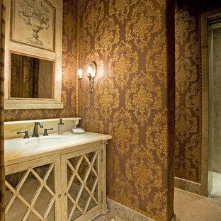 Ispirazione per un bagno di servizio mediterraneo di medie dimensioni con ante di vetro, ante in legno chiaro, piastrelle a mosaico, pareti multicolore, pavimento con piastrelle a mosaico, lavabo sottopiano e top in quarzo composito