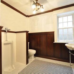 На фото: большой туалет в классическом стиле с писсуаром, белыми стенами, полом из мозаичной плитки и консольной раковиной