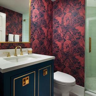 На фото: туалеты в стиле современная классика с фасадами островного типа, синими фасадами, красными стенами, врезной раковиной, серым полом и белой столешницей