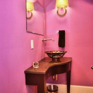 Immagine di un piccolo bagno di servizio chic con consolle stile comò, ante in legno bruno, WC monopezzo, pareti viola, pavimento in legno massello medio, lavabo a bacinella, top in marmo e pavimento marrone