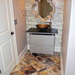 Esempio di un grande bagno di servizio tradizionale con consolle stile comò, ante grigie, piastrelle marroni, piastrelle in pietra, pareti beige, pavimento in marmo e lavabo a bacinella