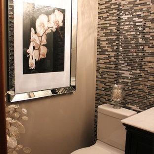 Идея дизайна: маленький туалет в стиле современная классика с врезной раковиной, унитазом-моноблоком, мраморной столешницей, плиткой мозаикой, полом из керамогранита и бежевыми стенами