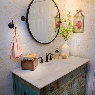 ローリーのシャビーシック調のおしゃれなトイレ・洗面所の写真