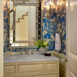 Стильный дизайн: туалет в классическом стиле с врезной раковиной, фасадами с выступающей филенкой и бежевыми фасадами - последний тренд