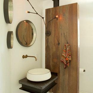 Ispirazione per un piccolo bagno di servizio minimal con pareti bianche, lavabo a bacinella, top in saponaria, top grigio, pavimento in marmo e pavimento bianco
