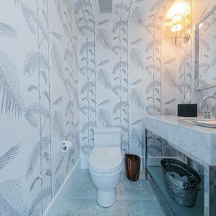 Пример оригинального дизайна: туалет среднего размера в стиле модернизм с открытыми фасадами, серыми фасадами, раздельным унитазом, серыми стенами, врезной раковиной и мраморной столешницей