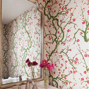Foto di un piccolo bagno di servizio tradizionale con lavabo da incasso, pareti multicolore e top in superficie solida