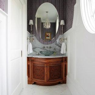 На фото: маленький туалет в классическом стиле с фасадами островного типа, темными деревянными фасадами, раздельным унитазом, фиолетовыми стенами, мраморным полом, настольной раковиной, мраморной столешницей и белым полом с