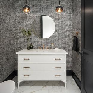Exemple d'un WC et toilettes de taille moyenne avec un placard à porte plane, des portes de placard blanches, un sol en carrelage de céramique, un lavabo encastré, un plan de toilette en quartz modifié, un sol blanc, un plan de toilette blanc, meuble-lavabo sur pied et du papier peint.