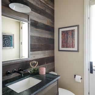 Свежая идея для дизайна: туалет среднего размера в стиле современная классика с плоскими фасадами, фасадами цвета дерева среднего тона, раздельным унитазом, коричневой плиткой, бежевыми стенами, паркетным полом среднего тона, врезной раковиной, столешницей из гранита, коричневым полом и зеленой столешницей - отличное фото интерьера