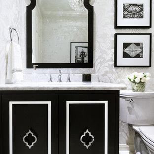ヒューストンの小さいトランジショナルスタイルのおしゃれなトイレ・洗面所 (家具調キャビネット、黒いキャビネット、一体型トイレ、磁器タイルの床、オーバーカウンターシンク、珪岩の洗面台、白い床、白い壁) の写真