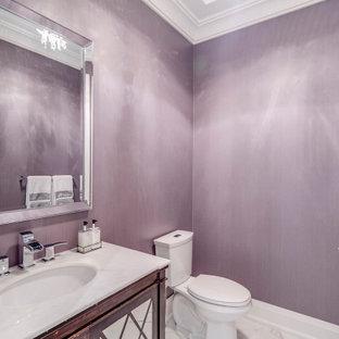 Пример оригинального дизайна: туалет в стиле современная классика с фасадами островного типа, искусственно-состаренными фасадами, серыми стенами, полом из керамогранита, мраморной столешницей, белым полом и белой столешницей