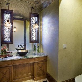 Klassische Gästetoilette mit Aufsatzwaschbecken, Granit-Waschbecken/Waschtisch und grüner Waschtischplatte in Portland