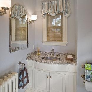 На фото: туалеты среднего размера в классическом стиле с накладной раковиной, фасадами в стиле шейкер, белыми фасадами, серыми стенами, светлым паркетным полом, столешницей из гранита и серой столешницей