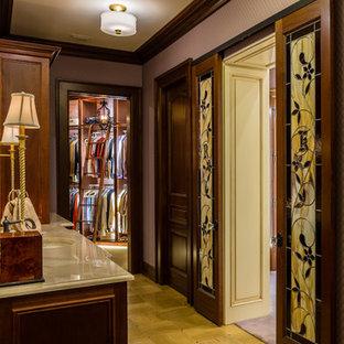 Aménagement d'un WC et toilettes méditerranéen avec des portes de placard en bois sombre, un mur violet, sol en terrazzo, un plan de toilette en granite, un sol jaune, un plan de toilette beige et un placard à porte shaker.