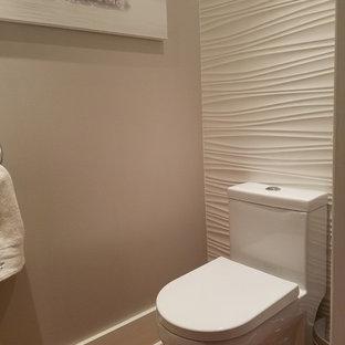 Diseño de aseo actual, pequeño, con sanitario de una pieza, baldosas y/o azulejos blancos, baldosas y/o azulejos de porcelana, paredes grises, suelo de baldosas de cerámica y lavabo suspendido