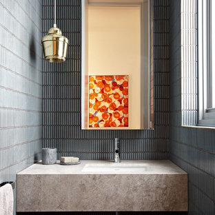 Пример оригинального дизайна: маленький туалет в современном стиле с столешницей из гранита, синей плиткой, керамической плиткой, врезной раковиной и бежевой столешницей