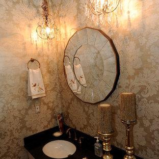 Стильный дизайн: маленький туалет в стиле шебби-шик с фасадами с выступающей филенкой, бежевыми фасадами, столешницей из гранита и раздельным унитазом - последний тренд