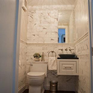 Идея дизайна: маленький туалет в стиле современная классика с настольной раковиной, фасадами с выступающей филенкой, белыми фасадами, столешницей из искусственного кварца, унитазом-моноблоком, белой плиткой, плиткой кабанчик и белыми стенами