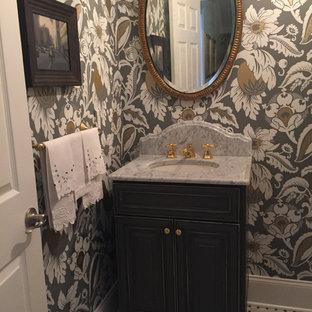 На фото: с высоким бюджетом маленькие туалеты в классическом стиле с фасадами с выступающей филенкой, искусственно-состаренными фасадами, раздельным унитазом, каменной плиткой, разноцветными стенами, мраморным полом, врезной раковиной, мраморной столешницей и серой плиткой