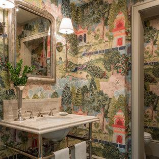 Imagen de aseo tradicional, de tamaño medio, con paredes multicolor, suelo de pizarra, lavabo tipo consola, encimera de mármol y suelo gris