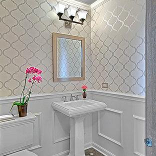 На фото: маленький туалет в классическом стиле с раздельным унитазом, белыми стенами, мраморным полом, раковиной с пьедесталом и серым полом