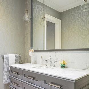 Стильный дизайн: большой туалет в стиле современная классика с врезной раковиной, серыми фасадами, мраморной столешницей, мраморным полом, серыми стенами и фасадами с утопленной филенкой - последний тренд