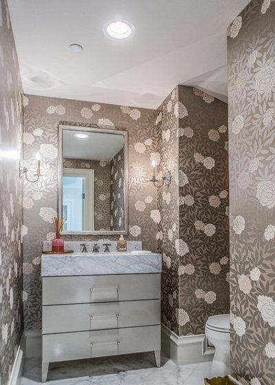 Современная классика Туалет by Platinum Homes by Mark Molthan