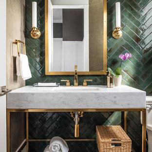 Kleine Moderne Gästetoilette mit dunklem Holzboden, Unterbauwaschbecken, braunem Boden, weißer Waschtischplatte, grünen Fliesen, Keramikfliesen, Marmor-Waschbecken/Waschtisch, verzierten Schränken, Toilette mit Aufsatzspülkasten und grüner Wandfarbe in Los Angeles