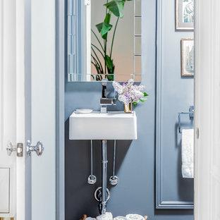 Modelo de aseo clásico renovado con lavabo suspendido y paredes grises