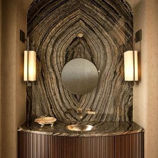 На фото: с высоким бюджетом большие туалеты в стиле современная классика с врезной раковиной, темными деревянными фасадами, коричневой плиткой, плиткой из листового камня, унитазом-моноблоком, бежевыми стенами и темным паркетным полом