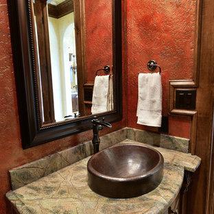 Свежая идея для дизайна: туалет среднего размера в средиземноморском стиле с фасадами островного типа, коричневыми фасадами, унитазом-моноблоком, красными стенами, полом из травертина, накладной раковиной, столешницей из гранита и бежевым полом - отличное фото интерьера