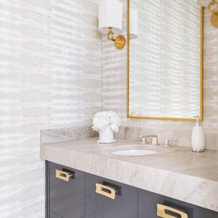Klassische Gästetoilette mit flächenbündigen Schrankfronten, grauen Schränken, bunten Wänden, Unterbauwaschbecken und beiger Waschtischplatte in Dallas