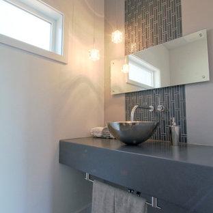 Foto e idee per bagni di servizio bagno di servizio moderno con piastrelle a mosaico - Piastrelle grigie bagno ...